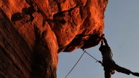 Primi passi in verticale: miniguida per iniziare l'arrampicata